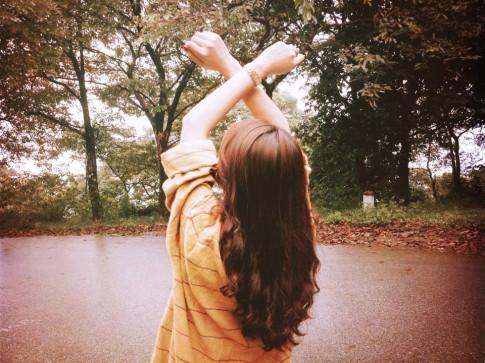 Phụ nữ mà, khi còn trẻ, sống thật với tim mình có sao đâu!