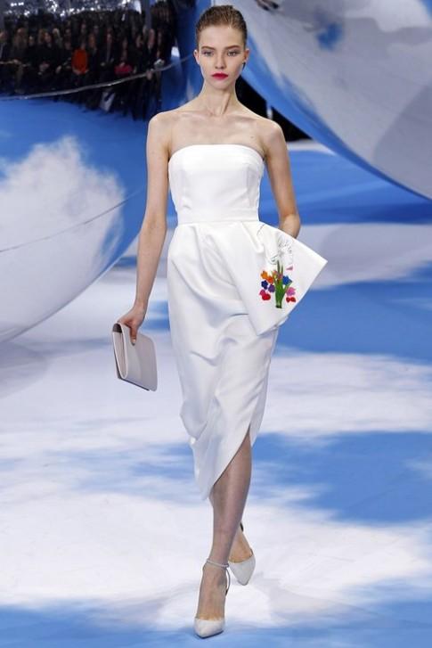 Raf Simons mang Christian Dior đến gần đời sống