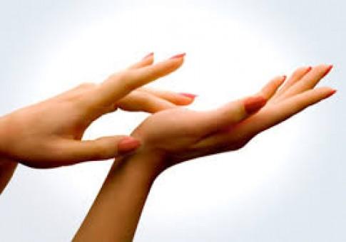 Sắc thái, hình dáng bàn tay tiết lộ bệnh lý và tính cách con người