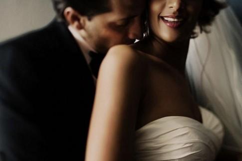 Sao không yêu nhau mãi đi, cưới làm gì...