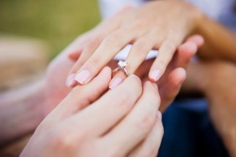 Tại sao cứ phải kết hôn?
