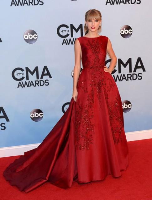 Taylor Swift rực rỡ trên thảm đỏ