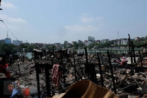 Thảm cảnh của những gia đình nghèo bị mất hết tài sản trong đám cháy ven hồ Linh Quang
