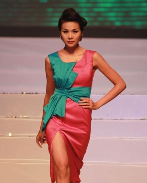 Thanh Hằng, Ngọc Quyên diễn catwalk ấn tượng