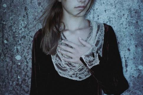 Thật khó để yêu một cô gái mạnh mẽ...