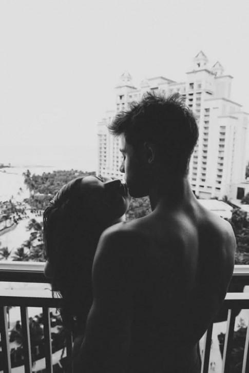Thật may, chúng ta không phải người yêu của nhau...