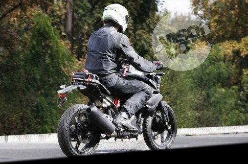 Thất vọng với cặp lốp kém chất lượng trên chiếc BMW 300 phân khối