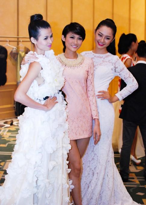 Thiên Trang lộng lẫy với váy ngàn hoa