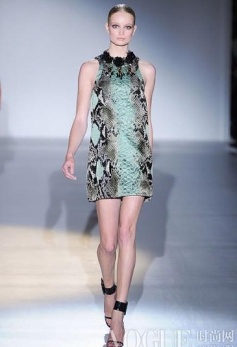 Thiết kế thời trang lấy cảm hứng từ da rắn