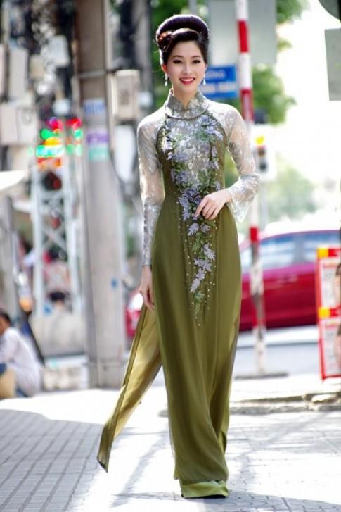 Thu Thảo giới thiệu áo dài xuân của Võ Việt Chung