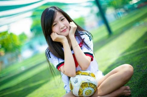 """Tớ yêu bóng đá, điều đó là """"đừng hỏi"""" rồi, nhưng tớ cũng yêu cậu cơ..."""