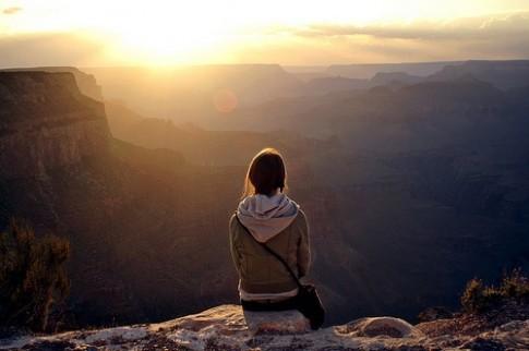 Tôi biết rõ bản thân phải từ bỏ, nhưng lại không thể buông tay...