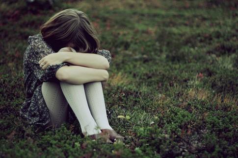 Tôi chọn cách lặng im trước những nỗi buồn...