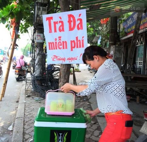 Trà đá, nước lọc miễn phí cho người nghèo giữa những ngày Hà Nội 40 độ C