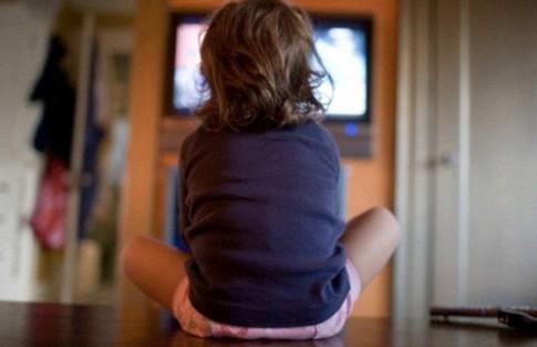 Trẻ xem TV một giờ/ngày có nguy cơ bị béo phì