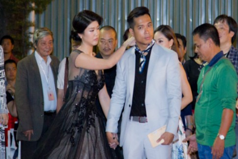 Trương Thế Vinh và bạn gái cơ trưởng tình tứ tại LHP VN