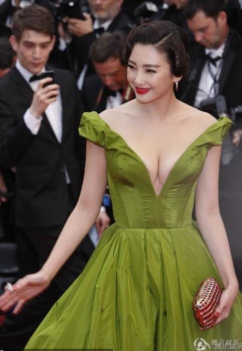 Trương Vũ Kỳ nổi hơn Phạm Băng Băng trên thảm đỏ Cannes