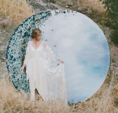 Tự chế backdrop mặt trăng chụp ảnh cưới đẹp lung linh