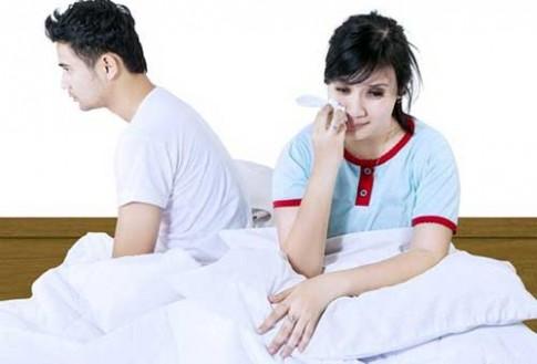 Uất hận khi bắt gặp tình cũ của vợ sắp cưới trốn trong tủ vải