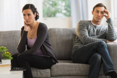 """""""Ván bài"""" của chồng lúc chia tay"""
