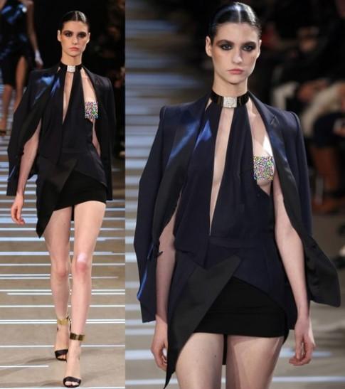 Váy 'phơi ngực' gây sốc tại tuần thời trang Paris