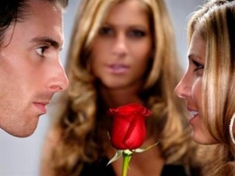"""Vợ cao tay thuê trai bao trị """"gái gọi"""" của chồng"""