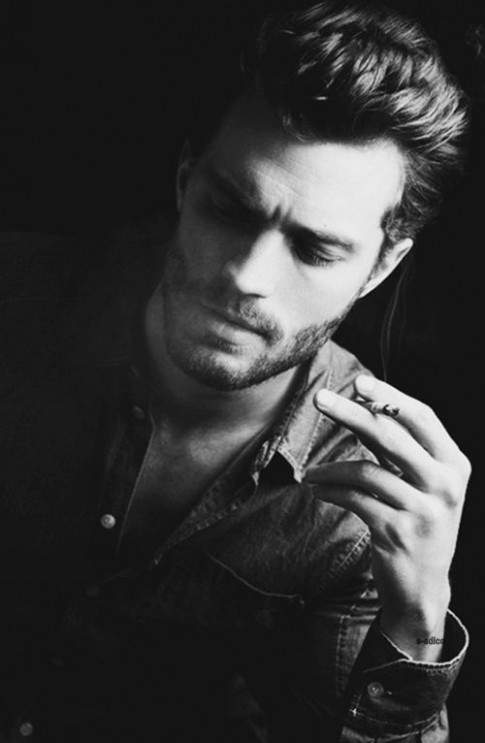 Với tôi, khói thuốc, đàn ông đều thật sexy và thơm...
