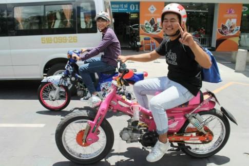 Xe Cub Độ báo Hồng của Một tay phượt Sài Gòn