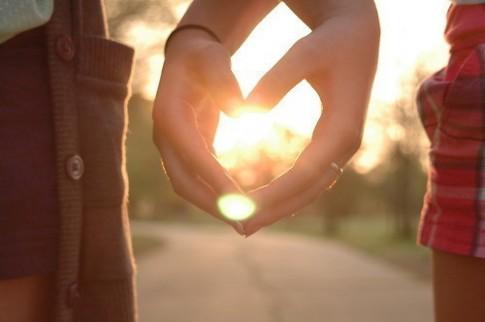 Yêu xa thì yêu thôi chưa đủ, mà phải rất tin nhau...