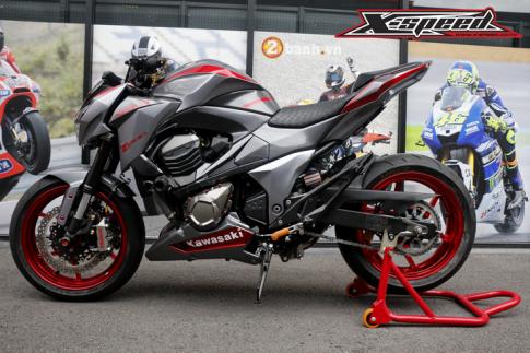 Kawasaki Z800 đầy mạnh mẽ và phong cách trong bộ cánh mới