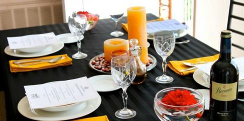 """10 phép lịch sự """"nhất định phải biết"""" trên bàn ăn"""