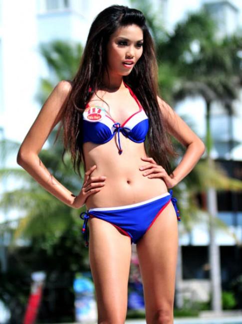 2 thí sinh nam Siêu mẫu bị loại sau phần thi bikini