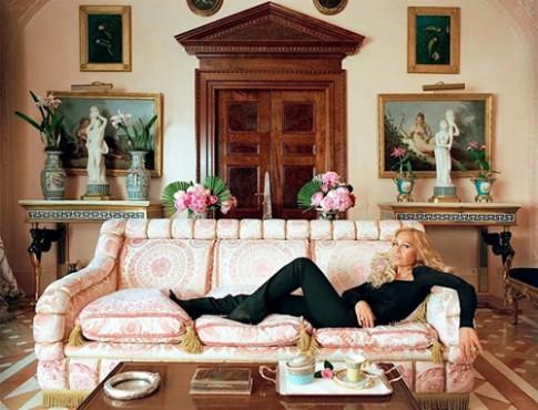 24 giờ bận rộn của nhà thiết kế Donatella Versace