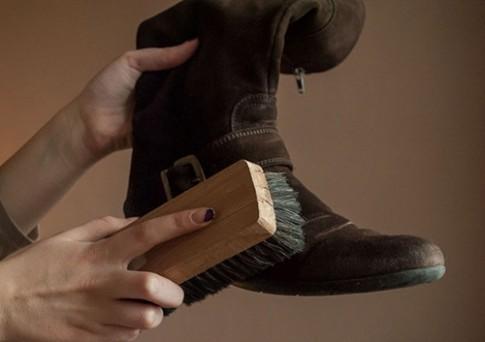 6 mẹo bảo quản giày da lộn vào mùa đông
