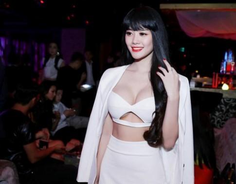 Á hậu Linh Chi nâng ngực để thay đổi hình ảnh