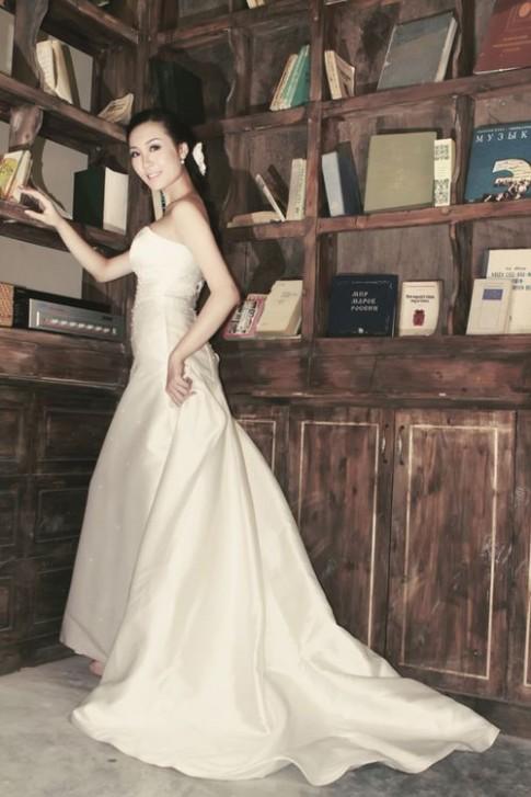 Á hậu Thùy Trang làm cô dâu tinh khôi
