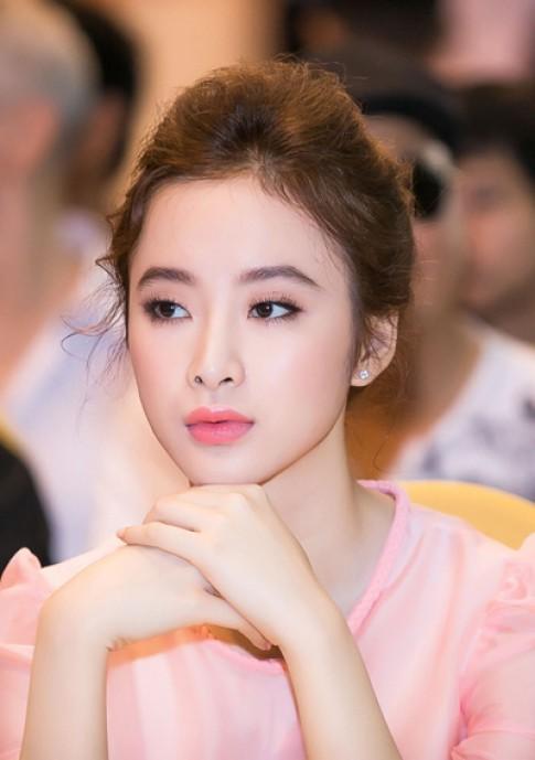 Angela Phuong Trinh Dan Le trang diem dep voi tong hong