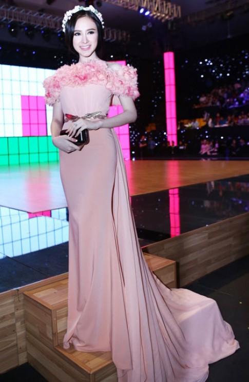 Angela Phương Trinh diện váy như công chúa