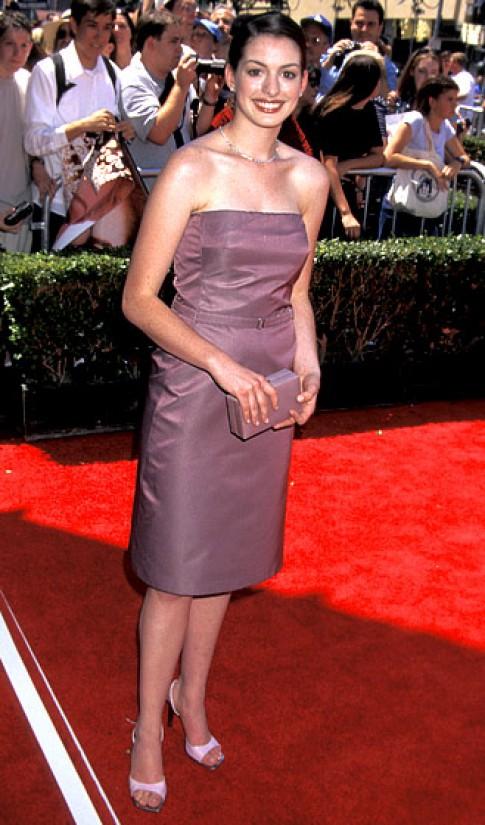 Anne Hathaway mặc đẹp lên từng ngày