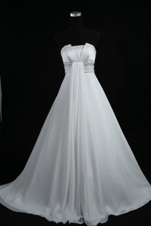 Áo cưới Thu Hương khuyến mại cuối năm