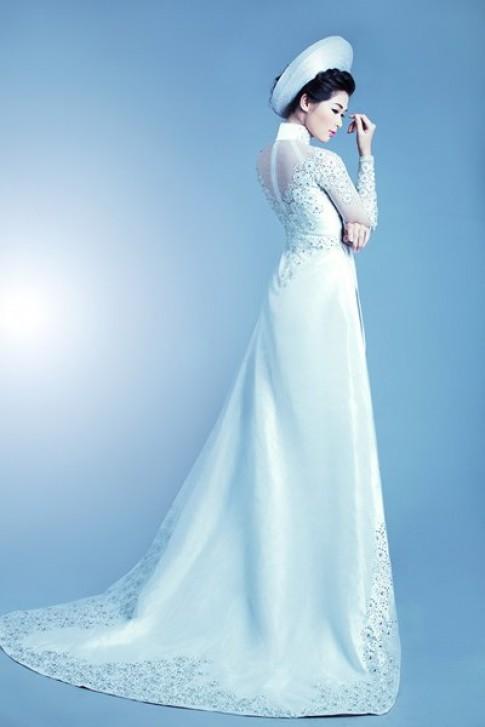 Bà xã Huy Khánh kiêu kỳ mặc áo dài cưới