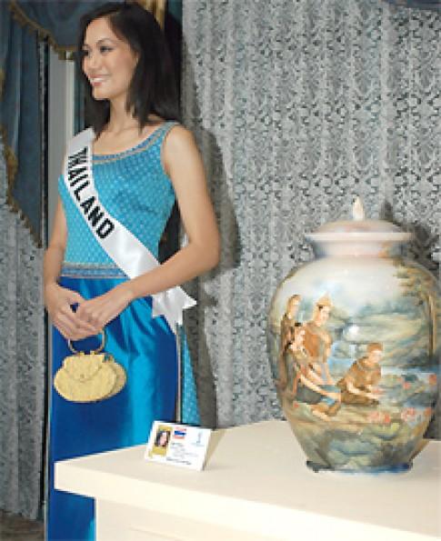 Bán đấu giá quà tặng của thí sinh Miss Universe