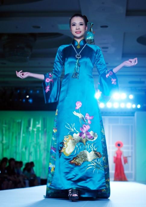 Bộ sưu tập áo dài của Lan Hương