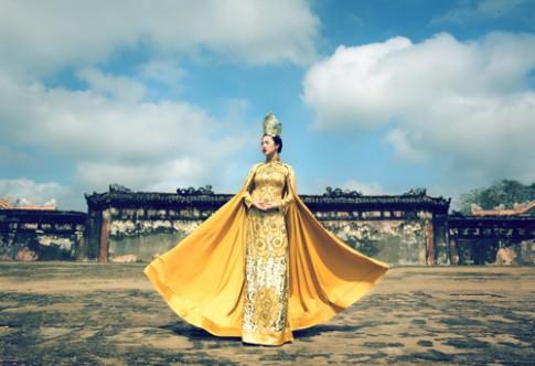 Bộ sưu tập áo dài dát vàng của Văn Thành Công