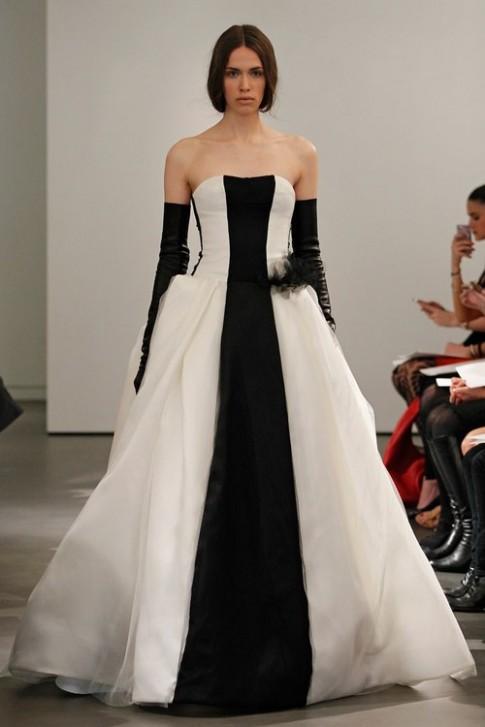 Bộ sưu tập váy cô dâu lạ lẫm của Vera Wang