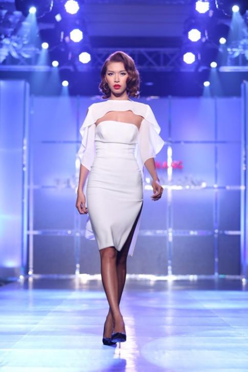 Bộ sưu tập váy trắng nữ tính của Minh Tú