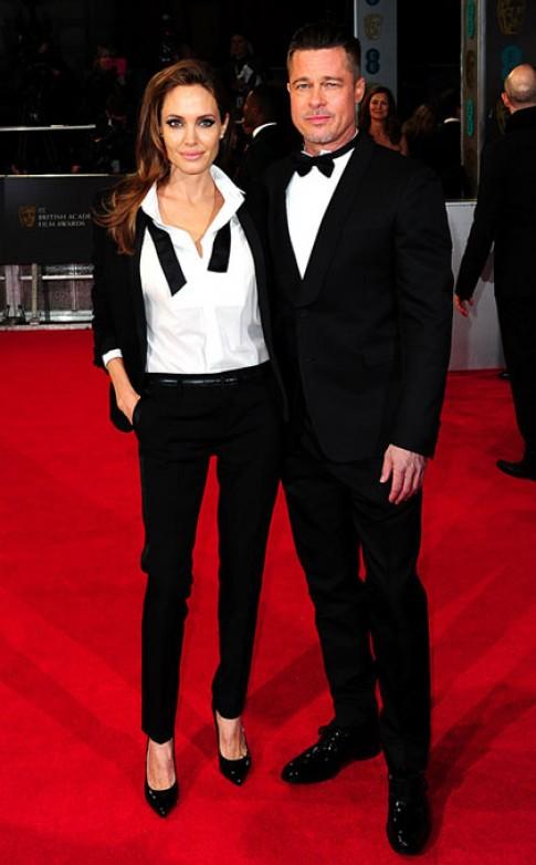 Brad Pitt và Angelina Jolie cùng diện tuxedo lên thảm đỏ