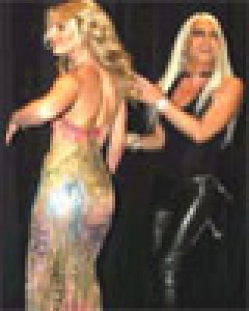Britney Spears gây cảm hứng cho thời trang Versace