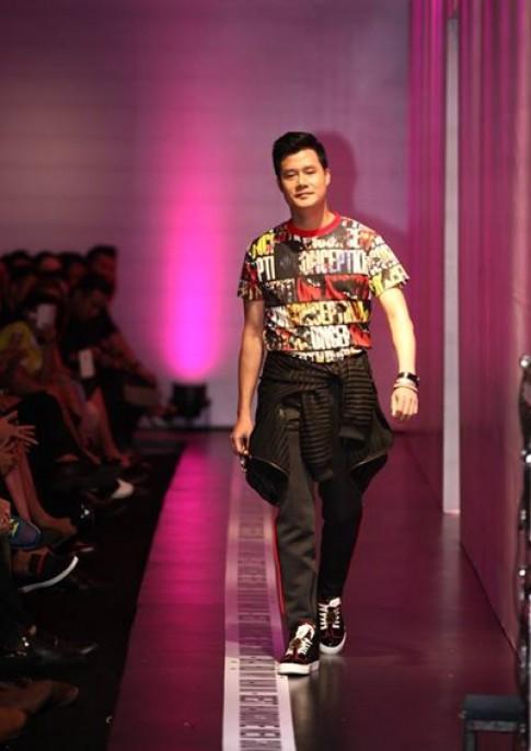 Ca sĩ Quang Dũng lần đầu diễn thời trang