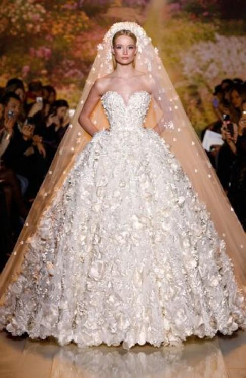 Các mẫu váy cưới lộng lẫy cho đám cưới xuân hè 2015 (tiếp)